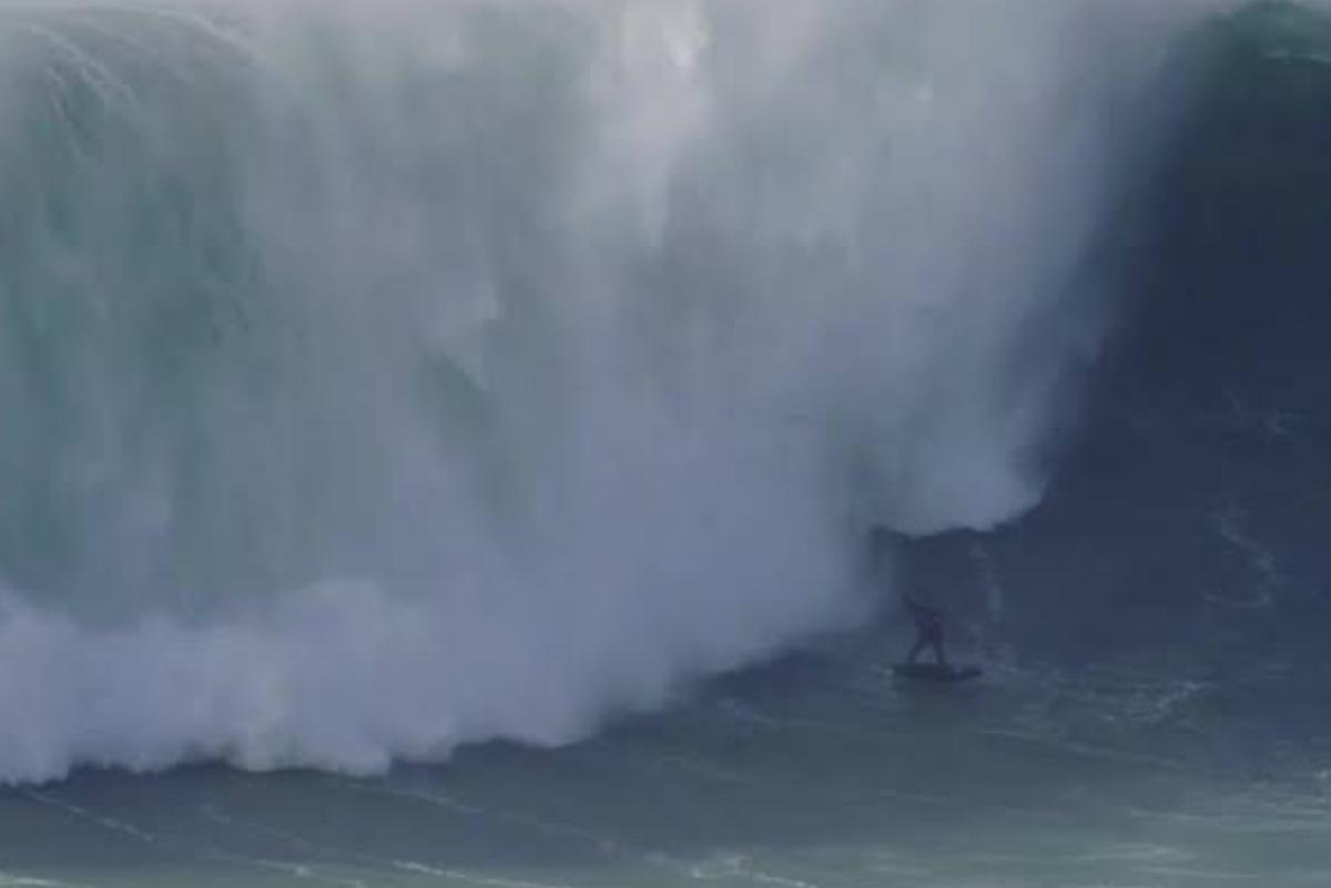 Ola gigante se traga a surfista brasileño en Nazaré