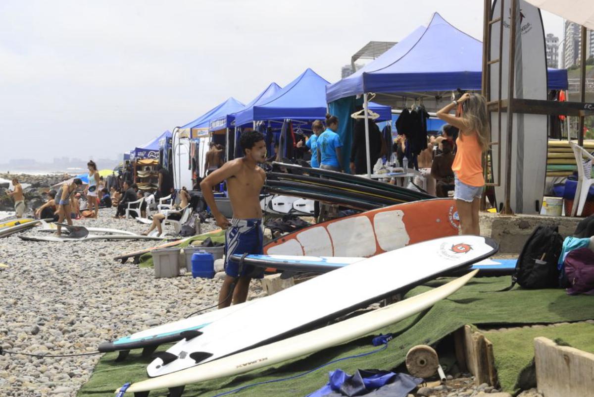 Norma para regular escuelas de surf aplicará desde marzo