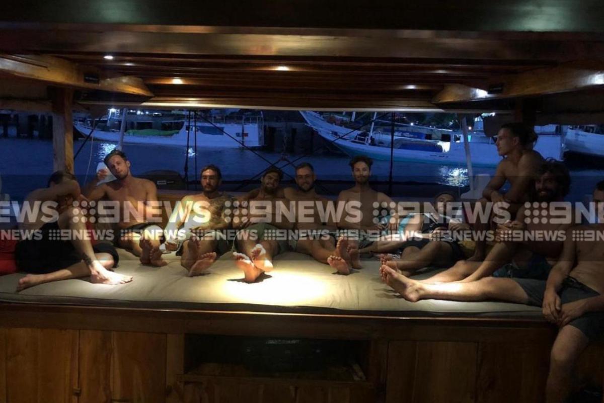 Surfistas australianos atrapados en puerto de Indonesia por Coronavirus