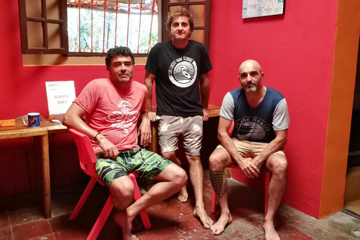 Surfistas españoles atrapados en El Salvador por el coronavirus