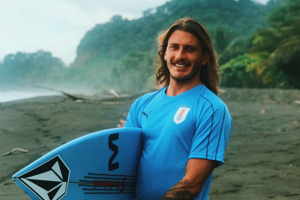 Surfista uruguayo Lucas Madrid dio positivo por coronavirus