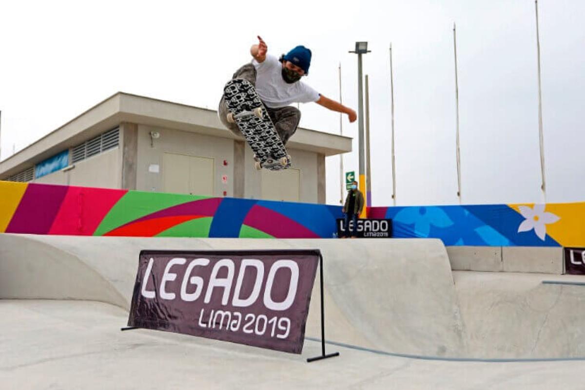 Skaters profesionales entrenan en el Centro de Alto Rendimiento del Surf en Punta Rocas