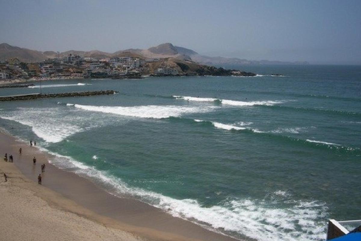 ¿Está prohibido surfear en San Bartolo?