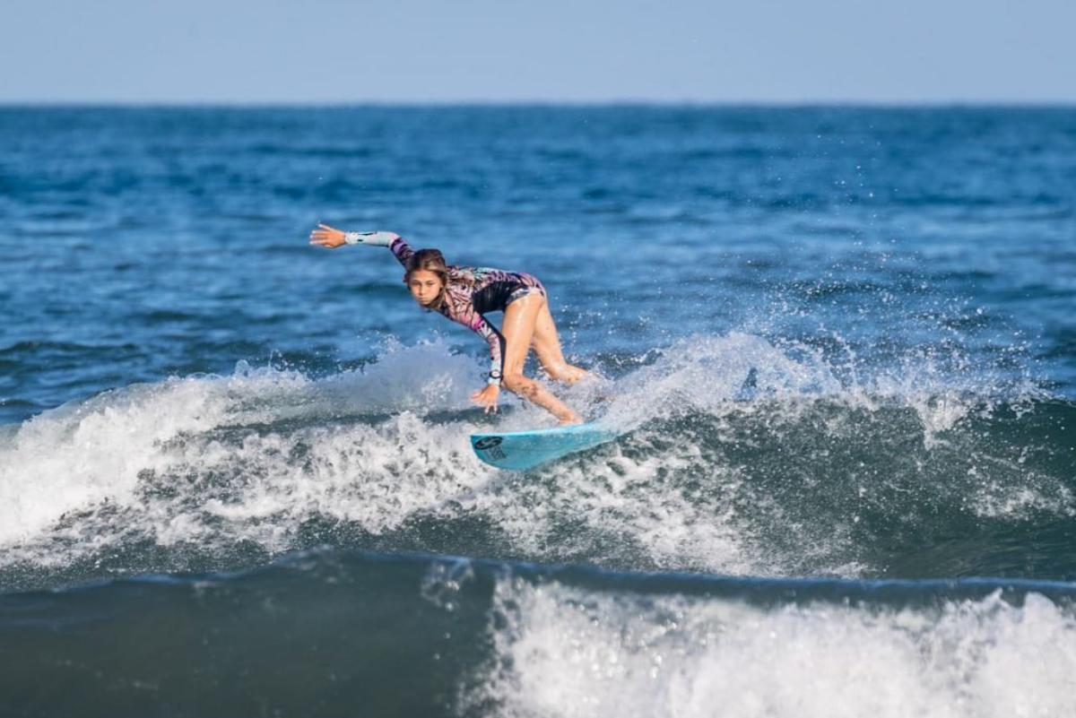 Catalina Zariquiey, la pequeña peruana que la rompe en el surfing