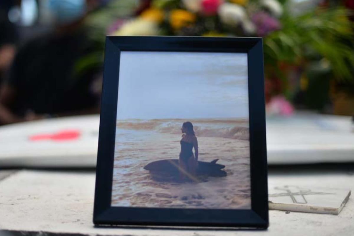 Surfistas y amigos despiden a Katherine Díaz