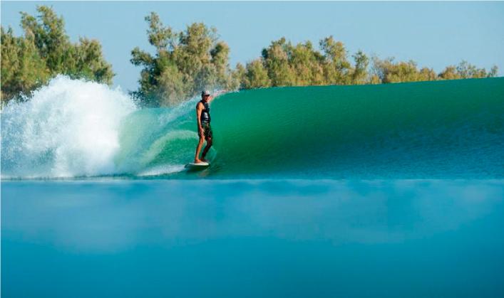 Gerry Lopez inaugura la primera izquierda de la piscina de olas de Kelly Slater