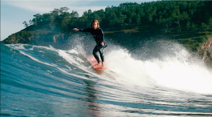 Alive / Alive - ¿Cómo es ser un nómada que vive para surfear?