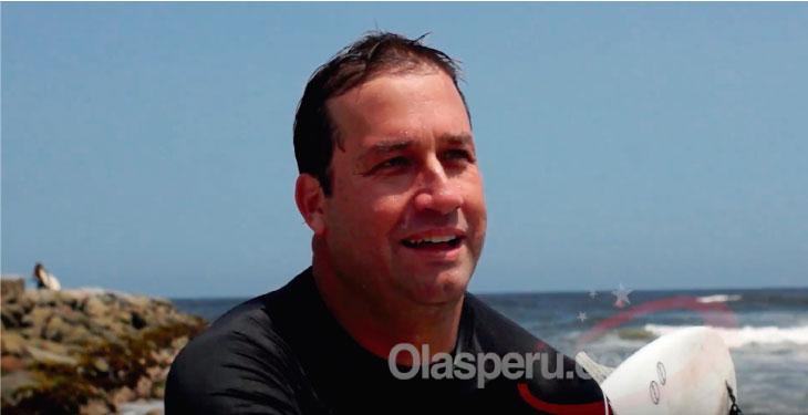 René Gastelumendi salía de surfear y, sí, le preguntamos sobre Verónica Mendoza