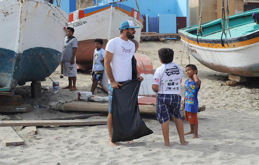 ¿Cómo podemos aportar a la limpieza de playas? por Javier Swayne