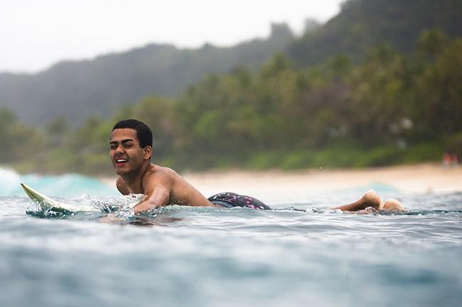 La pasión a ciegas: Derek Rabelo, la historia de un surfer extraordinario