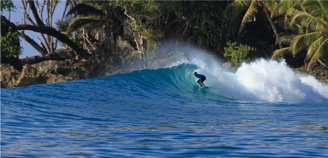 Tablistas que quieran surfear en Indonesia pagarán impuestos