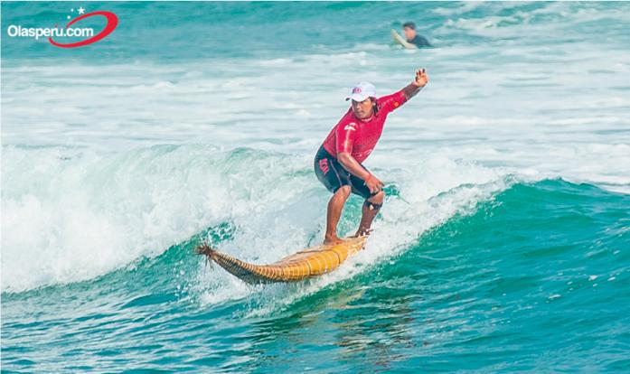 Joel Ucañan y su Caballito de Totora surf school