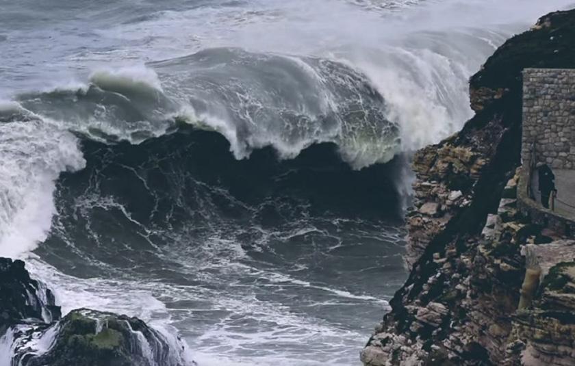 Video: Sesión negra en Nazaré
