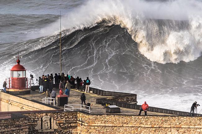 Mega olón de Nazaré será fecha Big Wave Tour 2016-2017