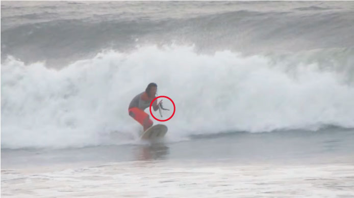 """¿Pesca y surfing? Joel """"Cucho"""" Ucañán sí la hace"""