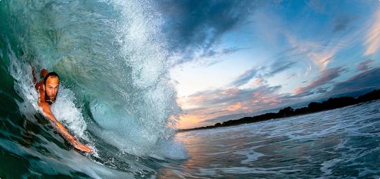 El mostro Keith Malloy te enseña a hacer bodysurf de una manera que nunca te pudiste imaginar.