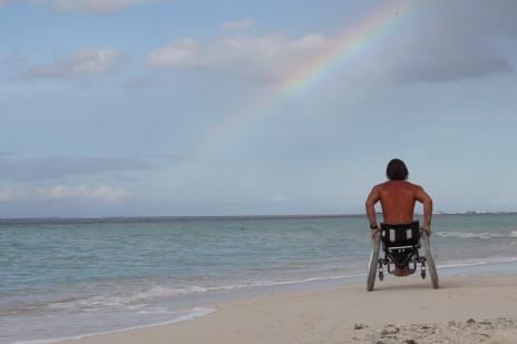 De un paso a la muerte a campeón mundial de surf adaptado, esta es la historia de Bruno Hansen