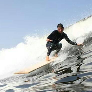 Recordando la vez que Rodrigo Rodg Gamarra surfeó con una tabla, literalmente