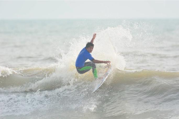 Juninho Urcia destaca en Japón y avanza sólido en sus series