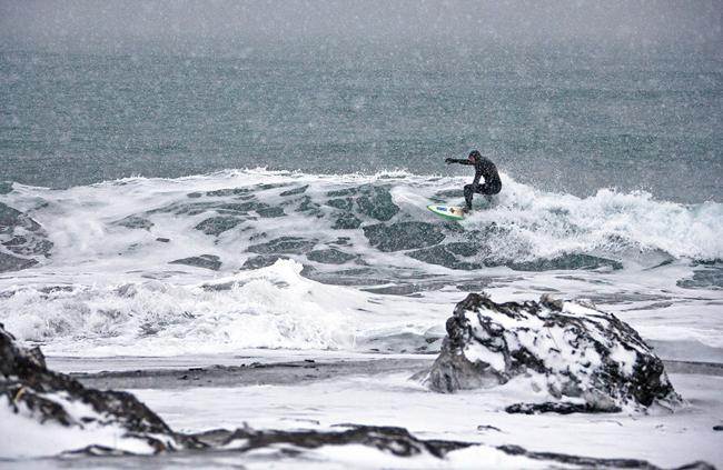 Destino Rusia: Surfeando en aguas heladas