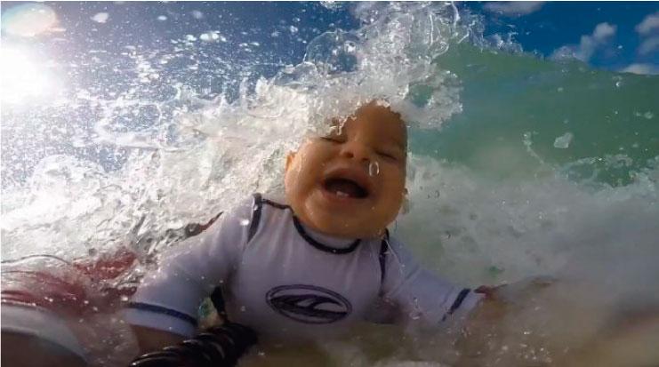 El beneficio de la acuaterapia en bebés de 9 meses a más