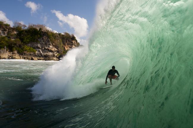 Alvaro Malpartida entre los mejores surfers del mundo.